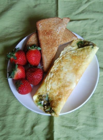 Meatless Mondays #5 {Pesto & Spinach Omelette}