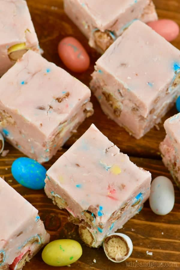 If you love whoppers you have to make this Easter Egg Fudge! So easy, so irresistible!