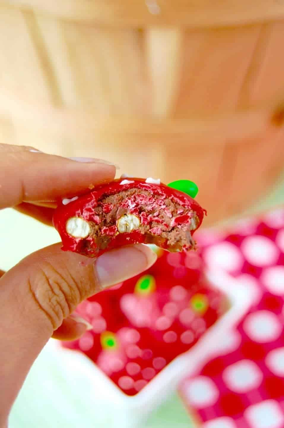 These cute little Strawberry Nutella Pretzel Bites look sweet and are packed with a fun surprise!
