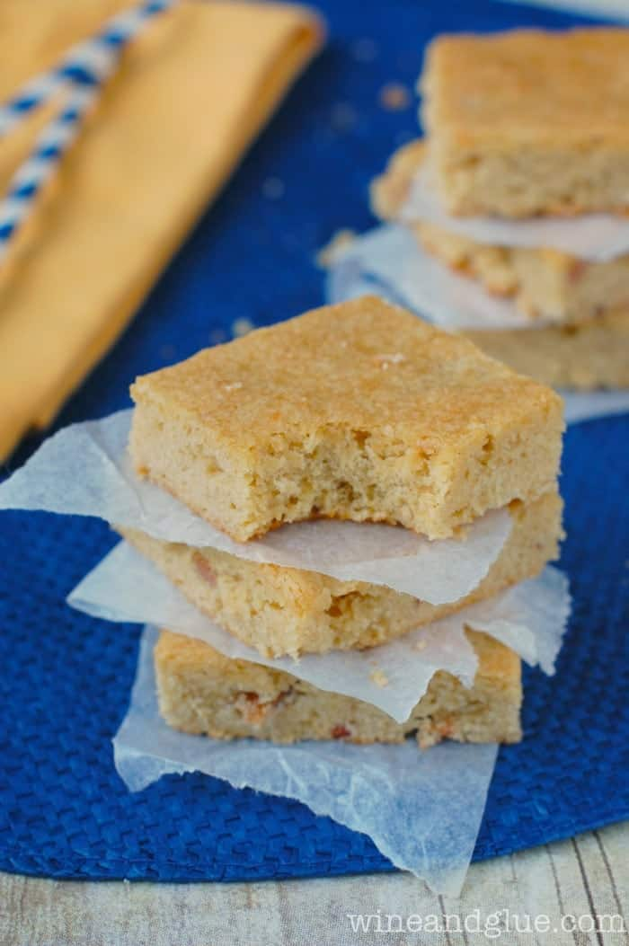 Maple Bacon Blondies!  Sweet maple flavor combines perfectly with the bacon in these blondies! via www.wineandglue.com