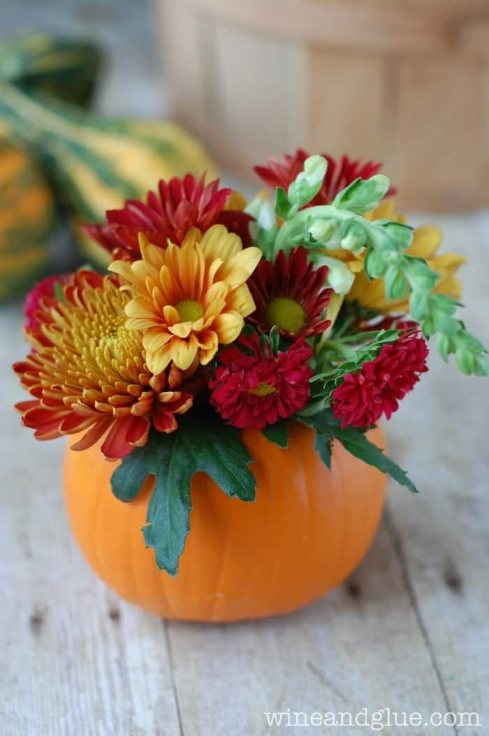 Diy thanksgiving centerpiece wine glue for Small flower decorations for tables