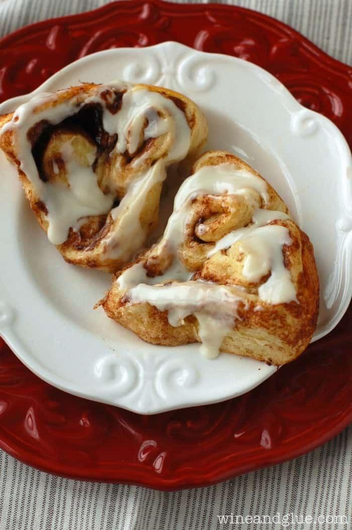 Easy to make heart shaped cinnamon rolls! | www.wineandglue.com