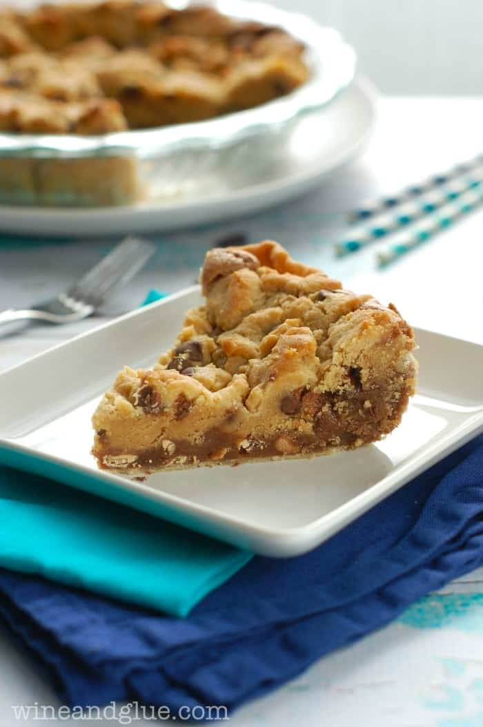 Chocolate Peanut Butter Brookie Pie | www.wineandglue.com | It's a cookie!  It's a brownie!  It's a pie!
