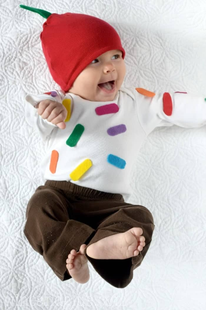 This Easy Cupcake Baby Costume can be made in under an hour, and without an extra long supply list!  Your baby will be so cute, you'll want to eat them!!