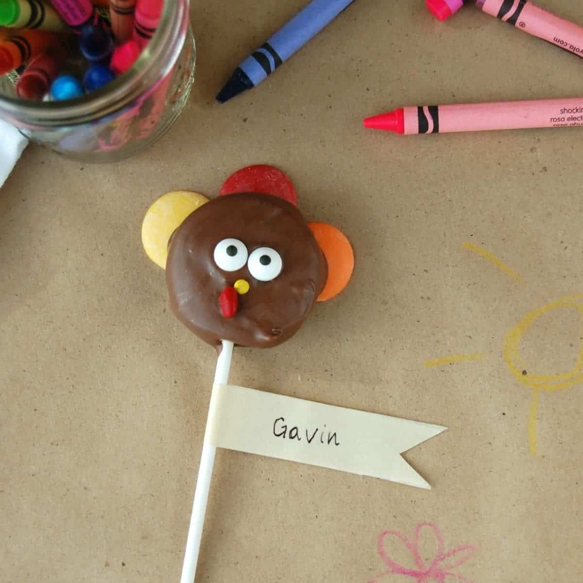 Turkey Pop Placeholders & a Kid Friendly Thanksgiving Table