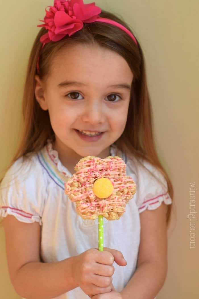 These Flower Pot Rice Krispie Treats are perfect for spring!