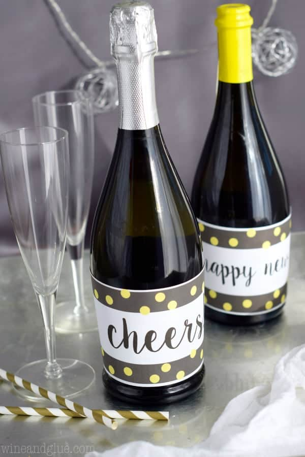 this new years champagne bottle printable is super fun and an easy way to decorate