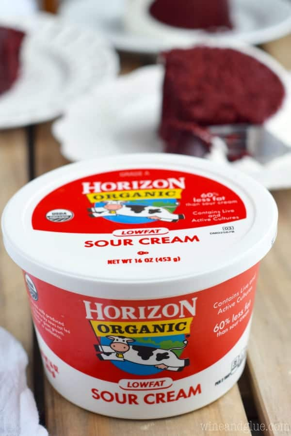 A picture of Horizon Organic Low-fat Sour Cream.