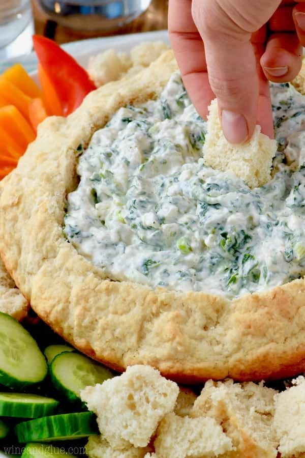 I mean, who wouldn't want to know how to make a Beer Bread Dip Bowl? Basically the only way you will want to serve dips again!