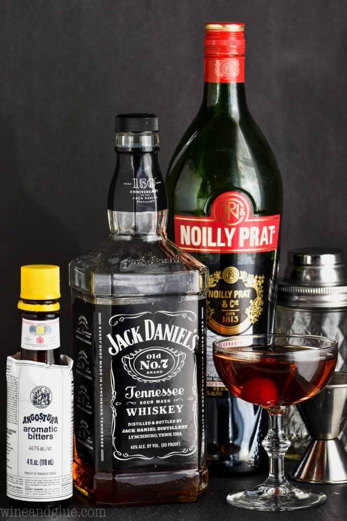 ingredients to make a classic manhattan drink recipe
