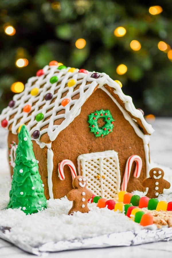 picture of beautifully decorated gingerbread house recipe