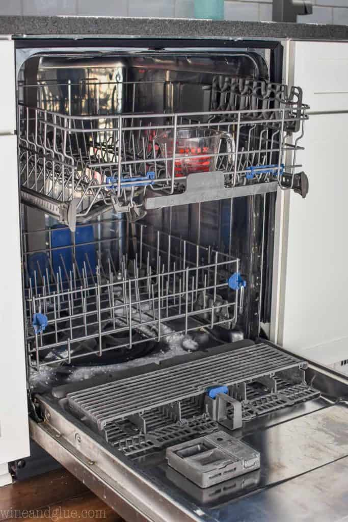 vinegar and baking soda in a dishwasher to clean it