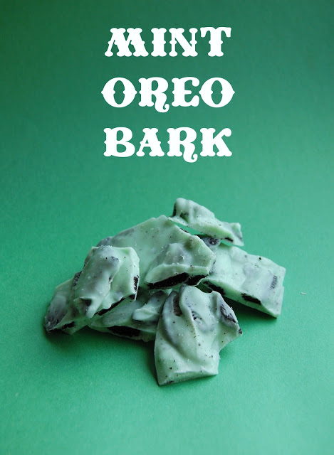 Mint Oreo Bark! So easy and addictive! via www.wineandglue.com