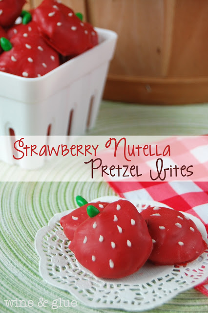 Strawberry Nutella Pretzel Bites | www.wineandglue.com | Cute little strawberries stuffed with Nutella!