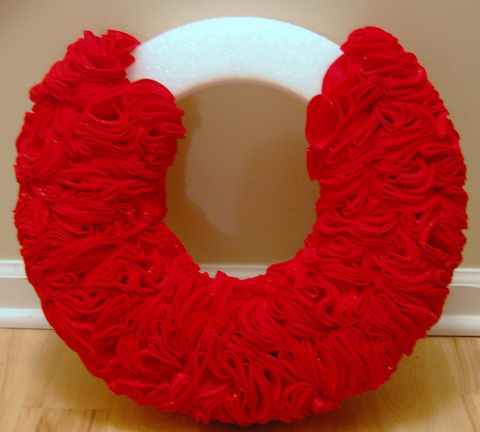 Ruffle wreath an easy christmas wreath wine glue Simple christmas wreaths