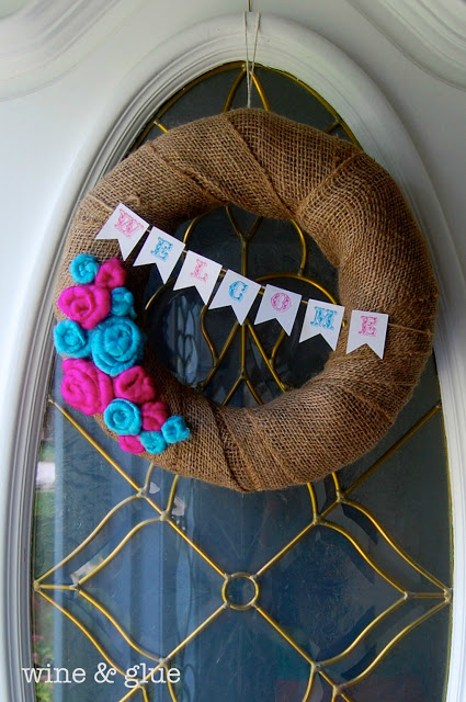 An easy diy wreath in rustic style! via www.wineandglue.com