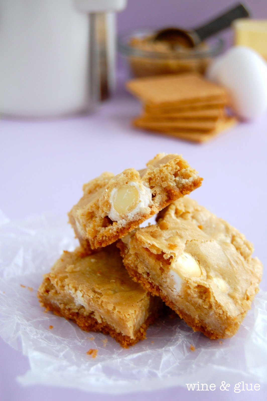 White Chocolate Graham Cracker Crusted Blondies | www.wineandglue.com | Blondies with a butter graham cracker crust and rich white chocolate chunks